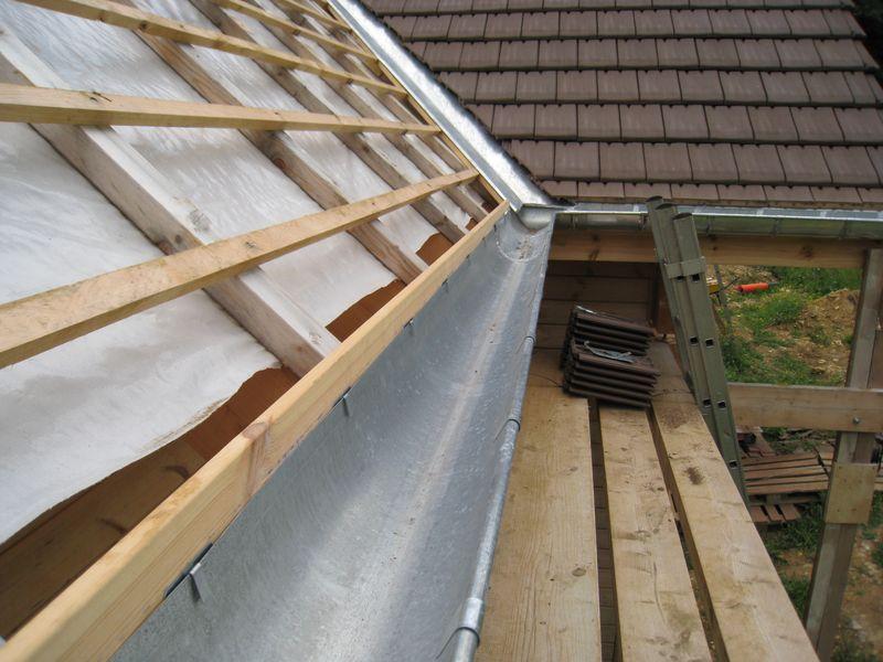 Tuile auto construction d 39 une maison en bois massif - Construction d une toiture en tuiles ...