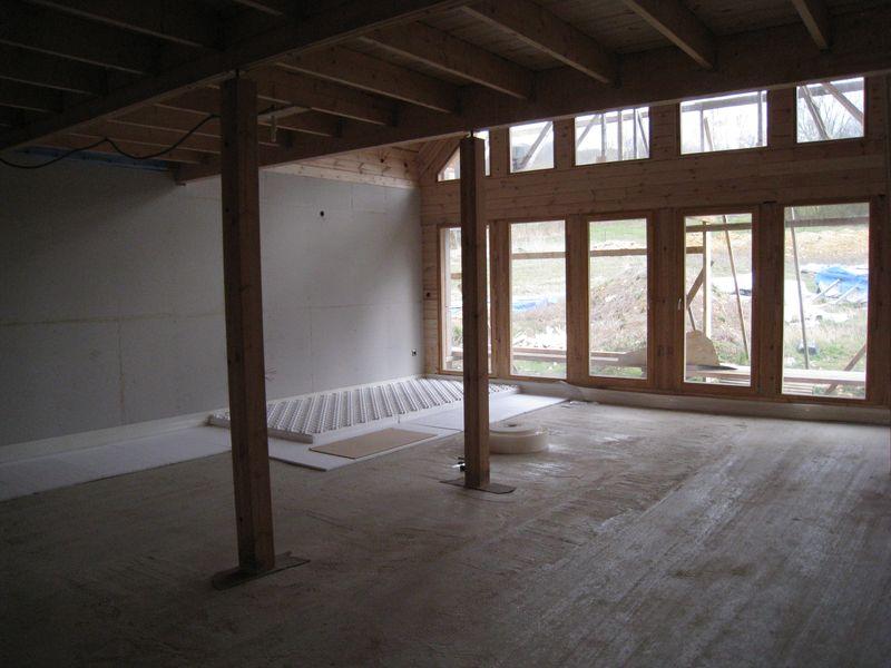plancher chauffant et chape autonivelante auto construction d 39 une maison en bois massif. Black Bedroom Furniture Sets. Home Design Ideas
