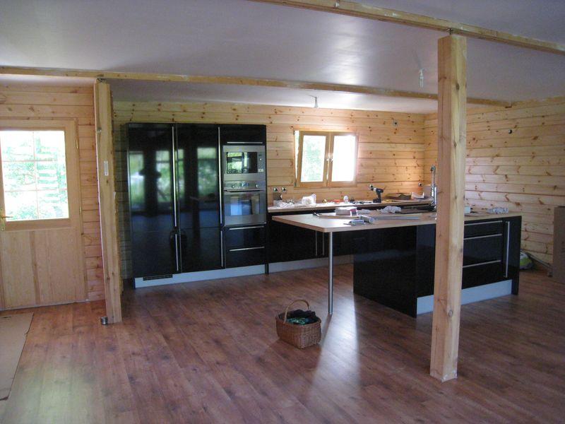 cuisine auto construction d 39 une maison en bois massif. Black Bedroom Furniture Sets. Home Design Ideas