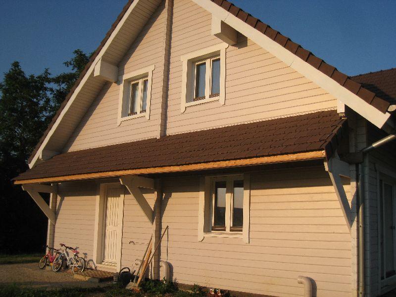 Protection pluie auto construction d 39 une maison en bois massif for Tuile de rive maison phenix